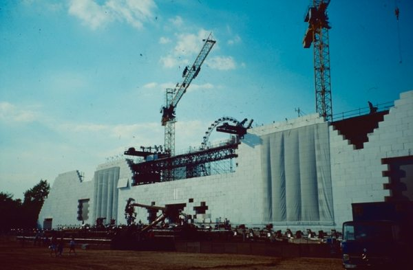 "NUSSLI gained international recognition for its construction of the 300-meter-long rock stage for Pink Floyd's ""The Wall"" in 1990."