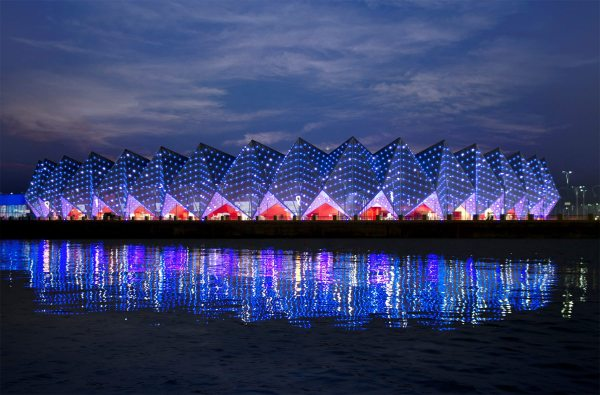 The Crystal Hall in Baku, Azerbaijan, is as large as a soccer arena and uses a modular steel construction design. Its extraordinary crystalline exterior appearance is due to its outer shell membrane, which houses 45,000 LED lights.