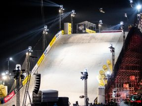 Within just two and a half weeks the 30-strong team constructed the ready-to-use 49-meter-high, 120-meter-long Big Air ramp.