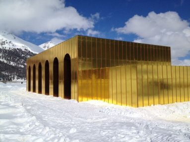 NUSSLI built a golden theater for the play about guilt, atonement, rejection and reconciliation.