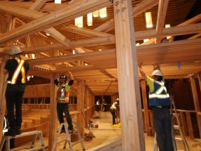 Image: For the fourth time in a row now, NUSSLI is erecting the temporary theater made of wood for the TED Conference.