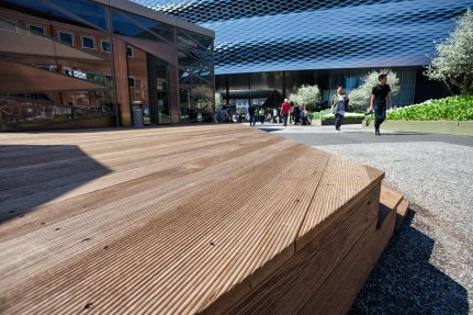 Image: NUSSLI's own production department once again realized the wooden platforms on the exhibition square.