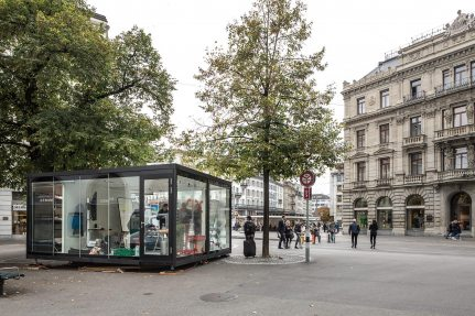 On the Paradeplatz in the center of Zurich, one of three locations was created from the MoMoCUBES