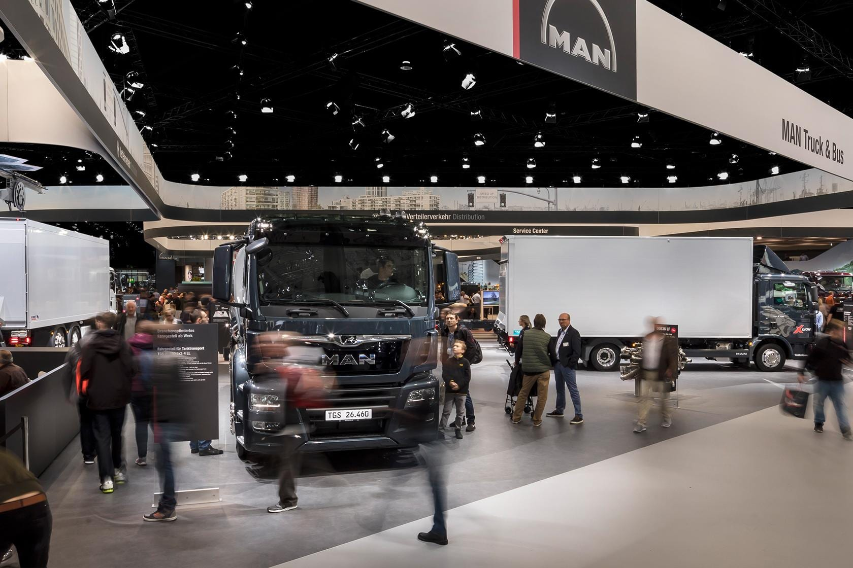 Exhibition Stand Tree : Trucks deliver material for the presentation of